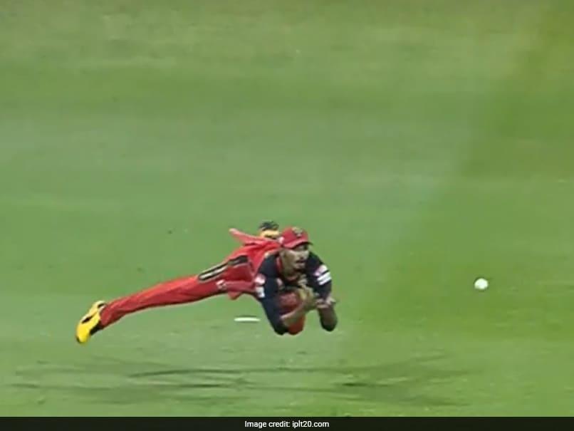 IPL 2020, MI vs RCB: Devdutt Padikkal Takes A Stunning Catch To Dismiss Saurabh Tiwary. Watch