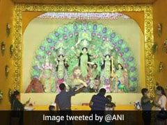 Durga Ashtmi 2020: देखिए, अष्टमी के दिन देश के मंदिरों और दुर्गा पंडालों में भक्तों ने किस तरह की मां की आराधना