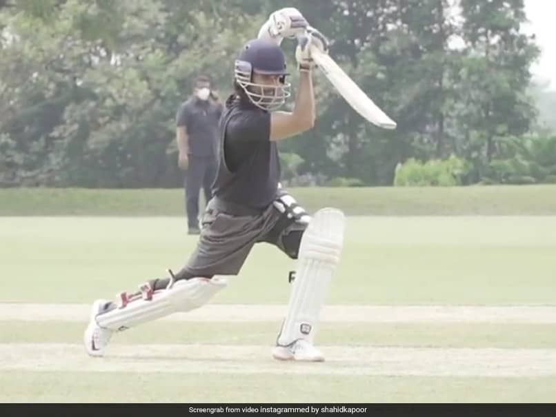 Suresh Raina Impressed By Shahid Kapoors Cover Drive. Watch