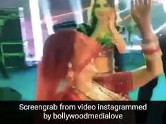 नेहा कक्कड़ ने घूंघट ओढ़ अपनी शादी में 'नाच मेरी लैला' पर किया धमाकेदार डांस- देखें Video