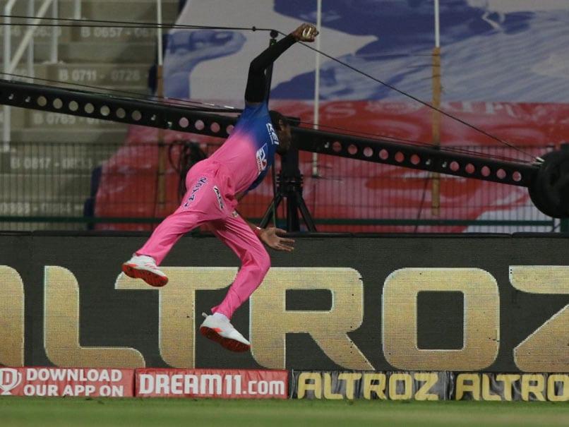 IPL 2020, RR vs MI: Jofra Archers One-Handed Stunner Wows Riyan Parag, Kartik Tyagi. Watch