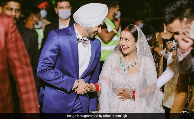 Trending: New Pics From Neha Kakkar And Rohanpreet Singh's Wedding Reception