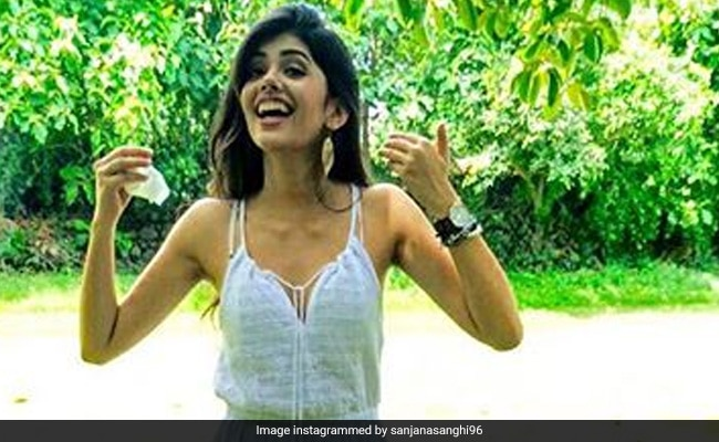 Sanjana Sanghi's Epic Reaction To A Question Asked On Kaun Banega Crorepati 12 About Her