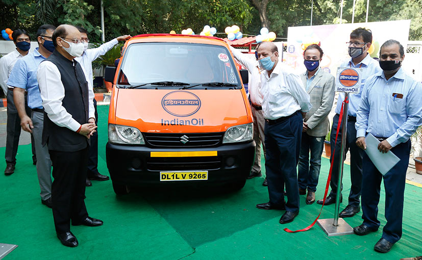 Shyam Bohra, Exe. Director Indian Oil Corporation and the management team with the first service van