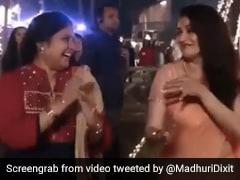 Madhuri Dixit 'लो चली मैं' सॉन्ग सुनकर नहीं कर पाईं कंट्रोल, ऑनस्क्रीन बहन के साथ यूं किया डांस- देखें Video