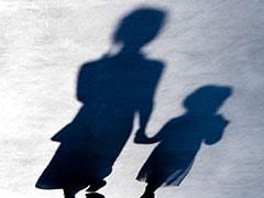 महाराष्ट्र में माता-पिता से बिछड़ी 2 बहनों को परिवार से मिलाया गया
