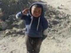 लद्दाख के छोटे बच्चे ने आईटीबीपी के जवानों को किया सैल्यूट तो जवानों ने दिया ये रिएक्शन, अब वायरल हो रहा Video...
