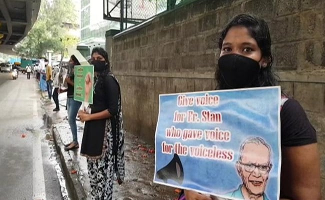 3 km Human Chain In Bengaluru Against Cleric's Arrest Over Bhima-Koregaon - NDTV