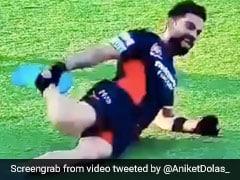 IPL 2020: विराट कोहली ने लेटकर किया जबरदस्त डांस, पैरों को पकड़ दिखाए ऐसे मूव्स - देखें Video