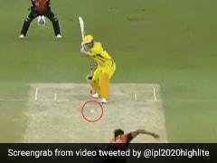 IPL 2020: MS Dhoni ने बॉल को बनाया Rocket, छक्का देख लोग बोले - शेर बूढ़ा नहीं हुआ - देखें Video