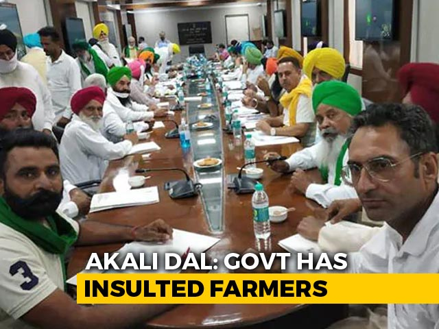 Video : Farmers Leave Meeting Over Minister's Absence, Tear Copies Of Farm Laws
