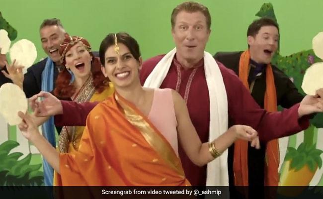 इंडियन स्टिरिओटाइपच्या जाहिरातीसाठी निंदा केली, म्युझिक ग्रुप पप्पडम गाण्यासाठी दिलगीर आहे