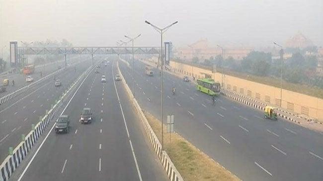 Delhi-NCR की दमघोंटू हवा में जीना मुहाल, नोएडा-गाजियाबाद में PM 2.5 पहुंचा 500 के पार