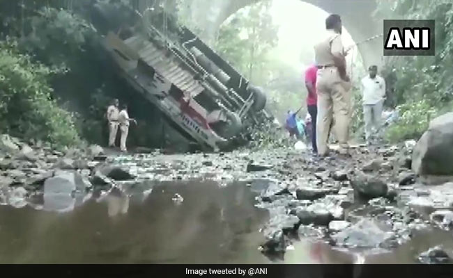 5 Dead, 34 Injured As Bus Falls Into Gorge In Maharashtra
