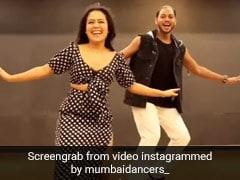 Neha Kakkar ने पोल्का डॉट ड्रेस में 'आंख मारे' पर मेल्विन लुईस के साथ यूं किया डांस, Viral हुआ Video