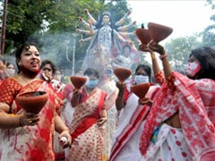 Thousands Violate Covid Norms To Throng Durga Puja Pandals In Kolkata
