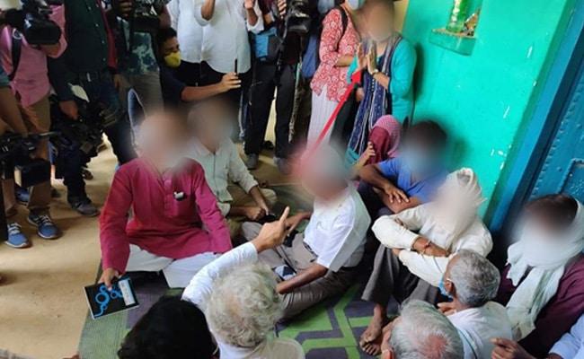 Hathras Gangrape Case  : पीड़िता के घर कई दिनों तक ठहरी महिला जांच के दायरे में