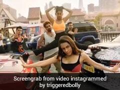 Shah Rukh Khan ने श्रद्धा कपूर के रूप में Illegal Weapon पर किया डांस, इंटरनेट पर वायरल हो रहा है Funny Video