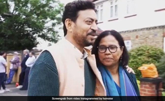 Photo of Irrfan Khan Singing Mera Saaya Saath Hoga With Wife Sutapa Sikdar In Angrezi Medium Memory