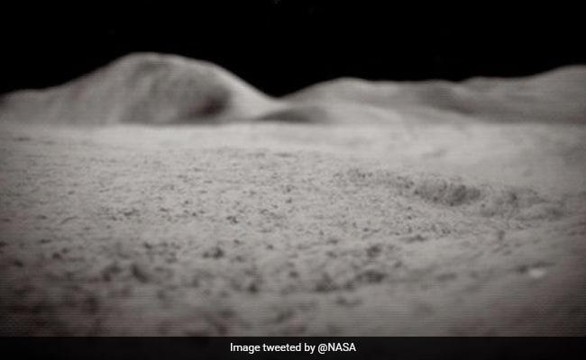 चंद्रमा की सतह पर नासा ने खोजा पानी, पीने व रॉकेट ईंधन में हो सकता है इस्तेमाल