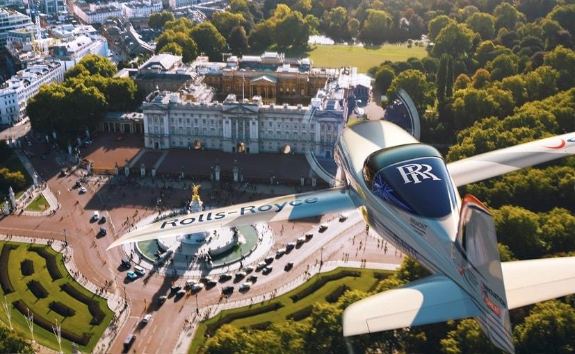 फ्रांस में पर्यटक विमान और माइक्रोलाइट एयरकॉफ्ट हवा में टकराए, 5 की मौत