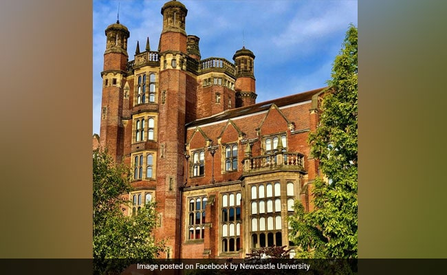 Over 1,800 Students, Staff At North England Universities Test Positive