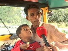 ऑटो ड्राइवर आसिम को सड़क पर रोते हुए मिला 5 साल का मासूम, 1 महीने से साथ लेकर माता-पिता की कर रहे हैं तलाश