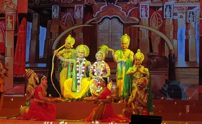 कोविद प्रोटोकॉल के साथ दिल्ली की सबसे पुरानी रामलीला शुरू होती है