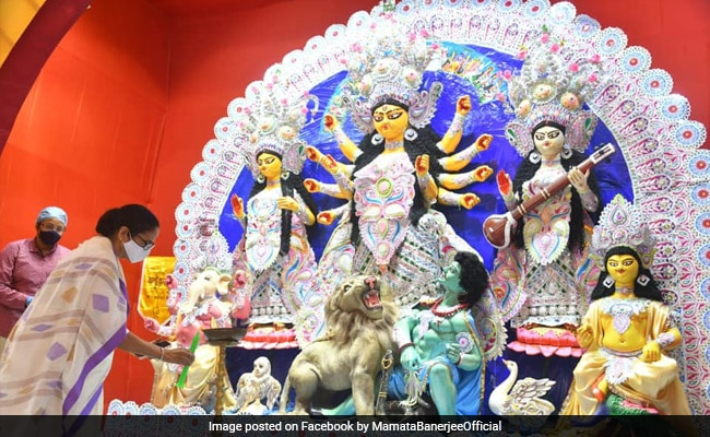 Mamata Banerjee Visits Durga Puja Marquees, Urges To Follow Covid Norms