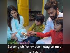 रितेश देशमुख बच्चों के साथ कर रहे थे आरती, यूं प्यार से निहारते दिखीं जेनेलिया डिसूजा, देखें Video