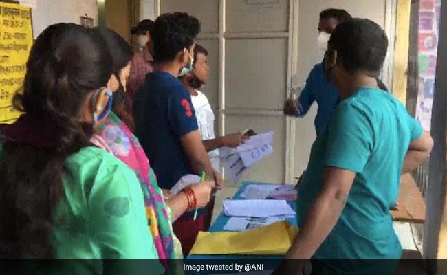 Bihar Election 2020 Updates: पहले चरण में शाम 5 बजे तक 52.24% हुई वोटिंग