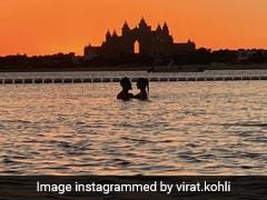 विराट और अनुष्का की खूबसूरत Photo हुई Viral, समुद्र में रोमांटिक अंदाज में नजर आए कपल