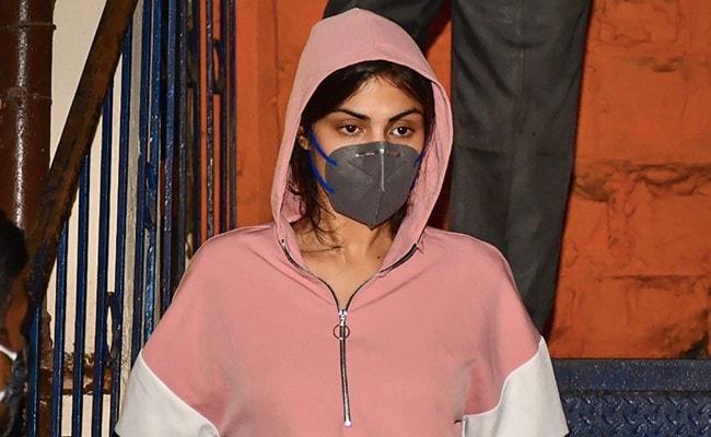 'Punishable By 7 Years Jail': Rhea Chakraborty To CBI On Neighbour's Claim