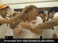IPL 2020: जीत के बाद डेविड वॉर्नर को पकड़कर केक की जंग लड़ते दिखे खिलाड़ी..देखें video