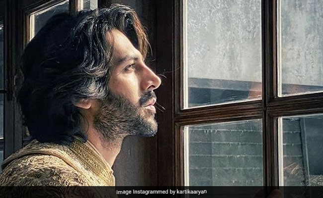 Photo of Kartik Aaryan Wants To Know If His New Look Is Good Enough For A Film. Janhvi Kapoor's Brutal Reply