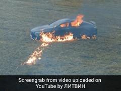 2 करोड़ की Mercedes में आई दिक्कत, तो शख्स ने पेट्रोल छिड़कर लगा दी आग, 1 करोड़ से ज्यादा बार देखा गया Video