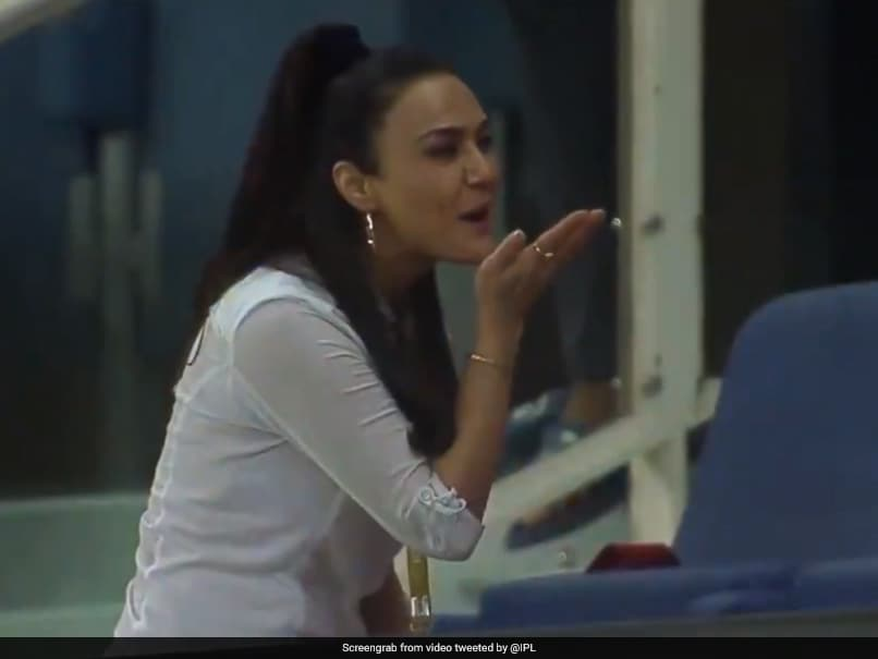 IPL 2020, KXIP vs SRH: Preity Zintas Reaction After Kings XI Punjabs Thrilling Victory Wins Over Internet. Watch