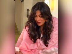 दिवाली के मौके पर Chitrangada Singh ने घर में यूं बनाई रंगोली, एक्ट्रेस के अंदाज ने जीता फैन्स का दिल- देखें Video