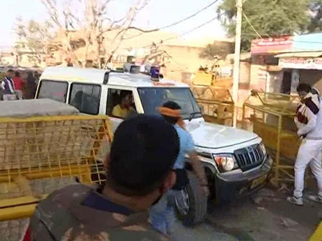 Video : Farmers Stopped At Delhi Border Pull Police Barriers Aside For Ambulance