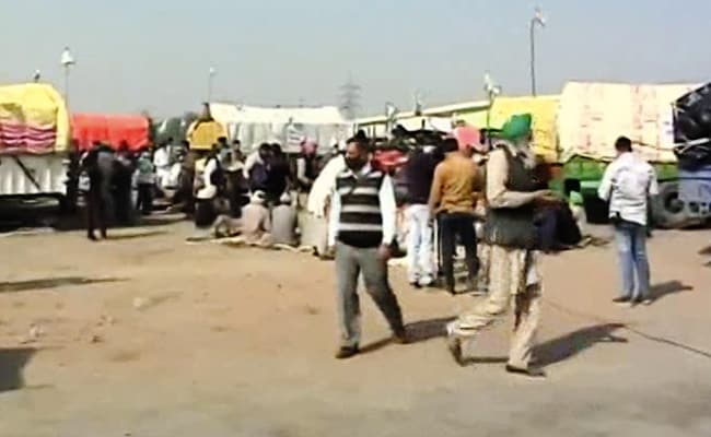 Slogans, Songs And Drumbeats As Hundreds Of Farmers Gather At Protest Site In Delhi