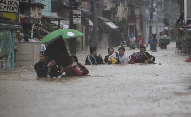 One Dead After Typhoon Vamco Hits Philippines