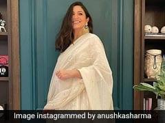 अनुष्का शर्मा ने ऑफ व्हाइट ड्रेस में फ्लॉन्ट किया बेबी बंप, कहा- दिवाली घर बैठो और खाओ