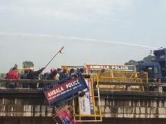 5 Dramatic Photos of Huge Farmer-Cop Clash On Haryana Bridge