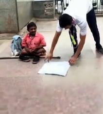 दिव्यांग को भीख मांगते देख लड़के ने Stunt कर इकट्ठे किए पैसे, IPS ने दिया ऐसा रिएक्शन - देखें Video