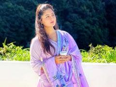 वैष्णो देवी के दर्शन को पहुंचीं Rashami Desai, खूब वायरल हो रहीं Photos