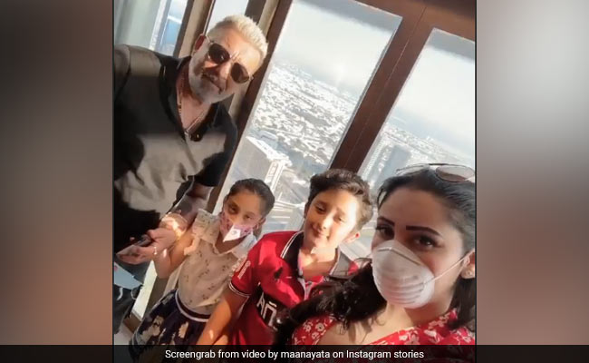 Photo of Inside Sanjay Dutt's Fam-Jam With Wife Maanayata And Twins Iqra, Shahraan