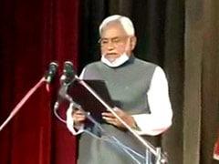 बिहार: शपथ ग्रहण के दौरान नीतीश कुमार से हो गई यह बड़ी चूक, क्या हैं इसके मायने...