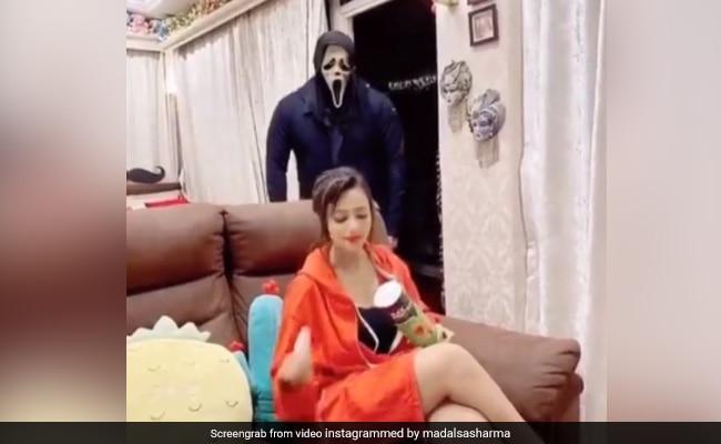 मिथुन चक्रवर्ती की बहू मदालसा शर्मा के पीछे पड़ा 'भूत', हैलोवीन के मौके पर हुआ बुरा हाल- देखें Video