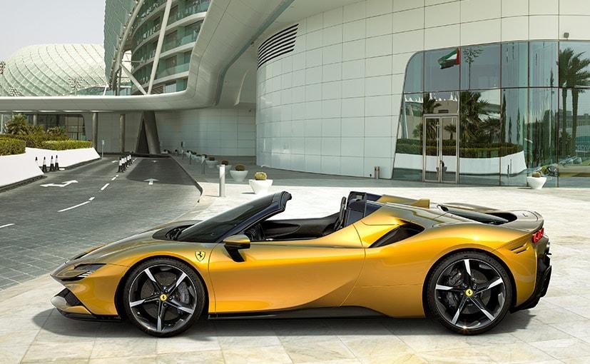 Ferrari SF90 Stradale Spider Revealed