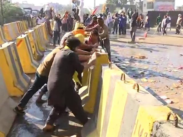 Video : Farmers Allowed To Enter Delhi, To Be Escorted To Protest Site